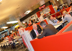 10% de réduction <p>Lounge bar: petits-déjeuners, apéritifs, bières et snacks</p>