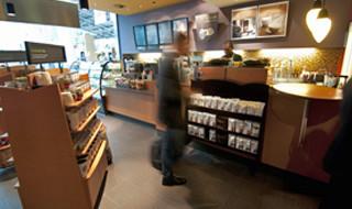 10% korting <p>Koffie, snacks en andere internationale specialiteiten in de vertrekhal</p>