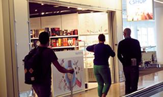 10 % de réduction par tranche d'achat de minimum € 75 <p>Tabac, lecture, souvenirs, cosmétiques et parfums: par tranche d'achat de € 75</p>